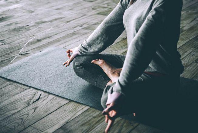 Yoga du soir : 12 exercices relaxants pour mieux dormir