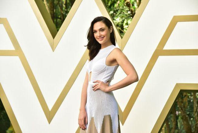 Gal Gadot : défilé de robes sublimes pour la promo de « Wonder Woman »