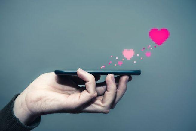 Réseaux sociaux et sites de rencontres : ce qu'ils ont modifié dans les comportements sexuels et amoureux