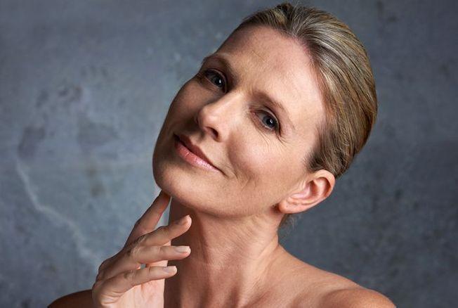 Yoga du visage anti-âge : comment tonifier son cou
