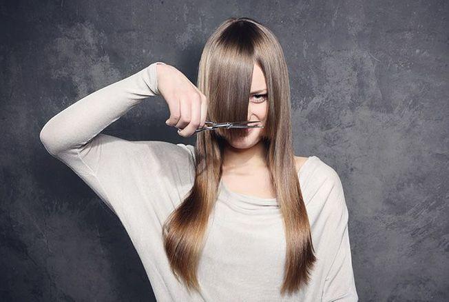 Couper sa frange soi-même : les 3 astuces ultra faciles de la coiffeuse Delphine Courteille