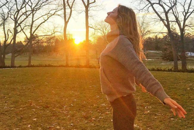 4 habitudes que les gens heureux font au réveil pour passer une bonne journée
