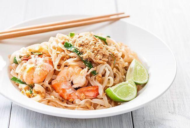 Cyril Lignac révèle sa recette des pad thaï et nous donne envie de filer en Thaïlande