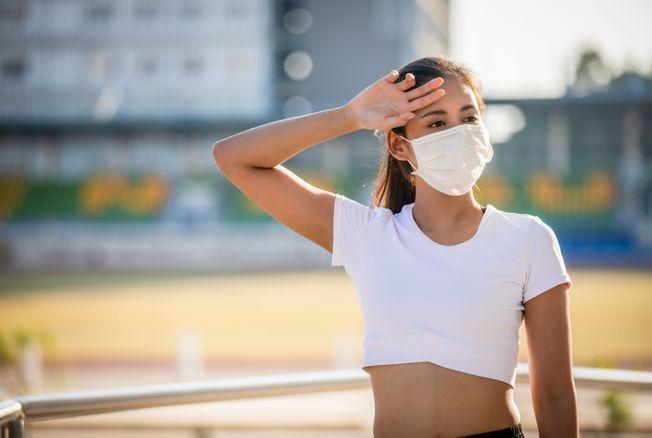 L'astuce pour avoir moins chaud et mieux respirer sous un masque de protection contre le coronavirus