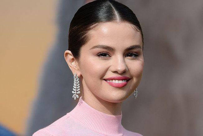Selena Gomez sans maquillage et cheveux au naturel, elle rayonne en bikini sur la plage