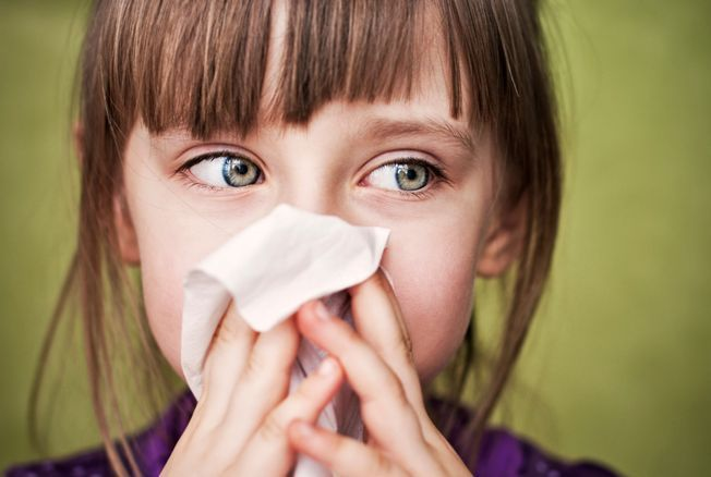 Rhume, eczéma, colique : 3 huiles essentielles pour soigner les enfants