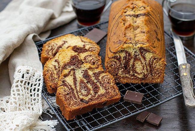 Cyril Lignac partage la recette facile de son cake marbré chocolat-vanille et nous fait retomber en enfance