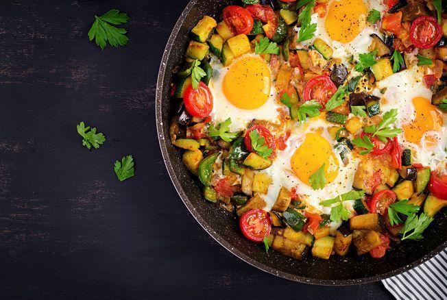 Le chef Juan Arbelaez nous régale avec une recette d'œufs au plat à la plancha idéale pour un maxi brunch ensoleillé
