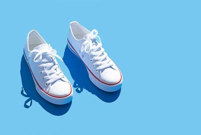 Voici l'astuce parfaite pour garder ses baskets blanches plus longtemps !