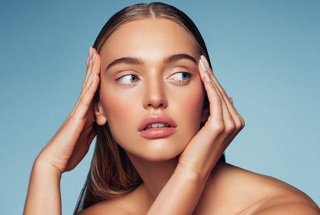 Faire deux shampooings quand on lave ses cheveux, bonne ou mauvaise idée ? L'avis d'un coiffeur
